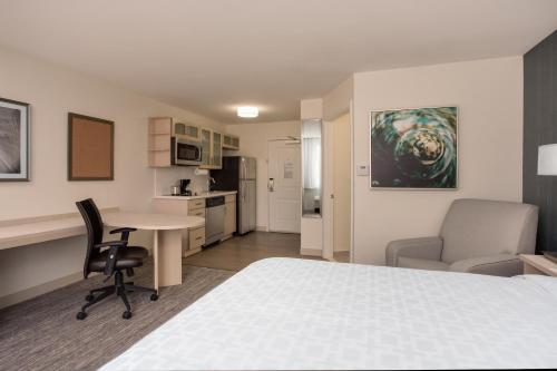 Candlewood Suites Miami Intl Airport - 36th St - Miami, FL 33166