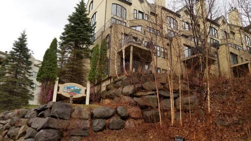 2 Bedroom Condo in Pedestrian Village by Amazing Property Rentals - Mont Tremblant