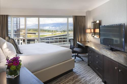 Deluxe Partial Harbor View Room with King Bed