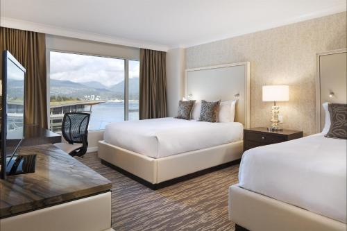 Signature Harbor and Stanley Park View Room with King Bed