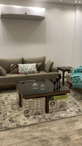 Al Mohandesin Apartment (Families Only) - image 5