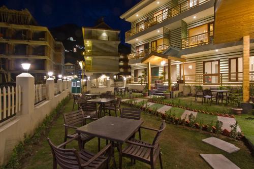Hotel Avishi Greens
