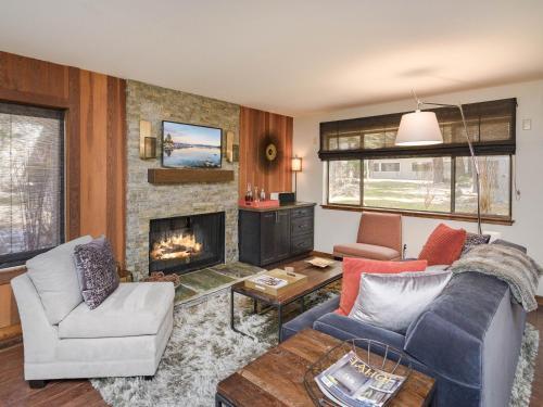 1000 Lakeshore Blvd Condo Unit 4 - Apartment - Incline Village