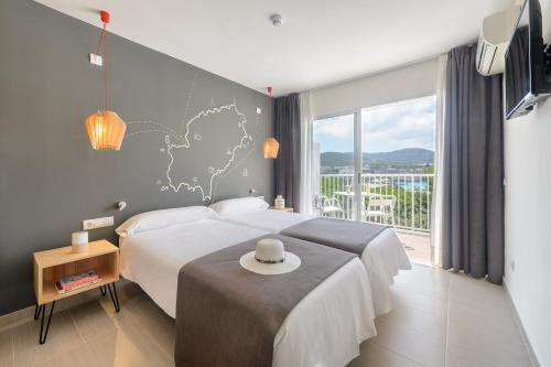 Hotel Playasol Cala Tarida kamer foto 's