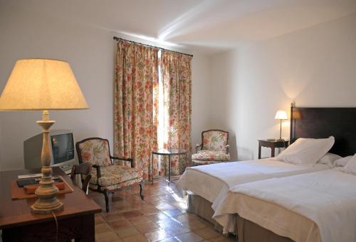 Triple Room Hotel Puerta de la Luna 6