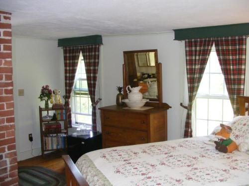 The Tartan Fox At The Meadmere - Swanzey, NH 03446