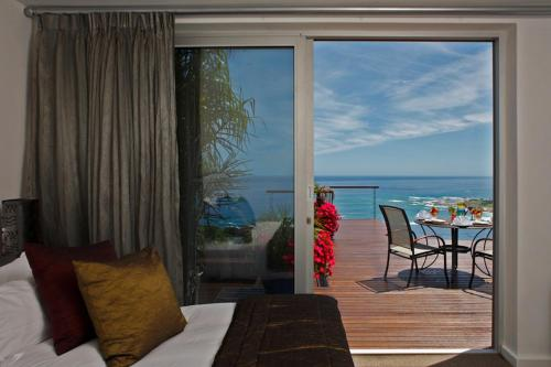 Deluxe Suite with Terrace and Sea View - Infinity Suite