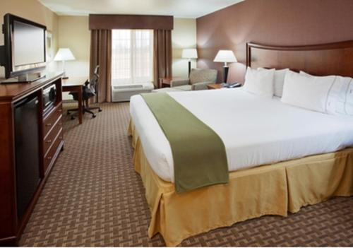 Holiday Inn Express Hotel & Suites Willows - Willows, CA 95988