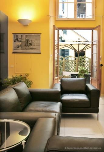 Via Ricasoli 9, 50122 Florence, Italy.