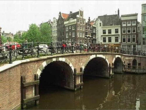 Chariot Amsterdam - canal apartment photo 3