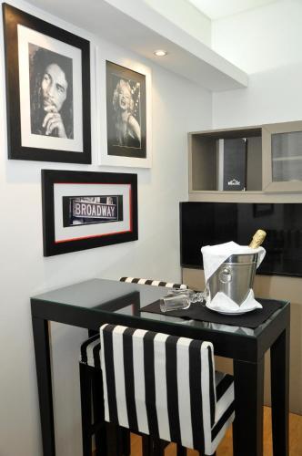 Broadway Hotel & Suites photo 32