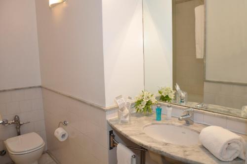Broadway Hotel & Suites photo 43
