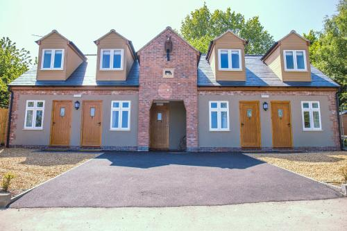 The Barn Courtyard - Accommodation - Shepshed