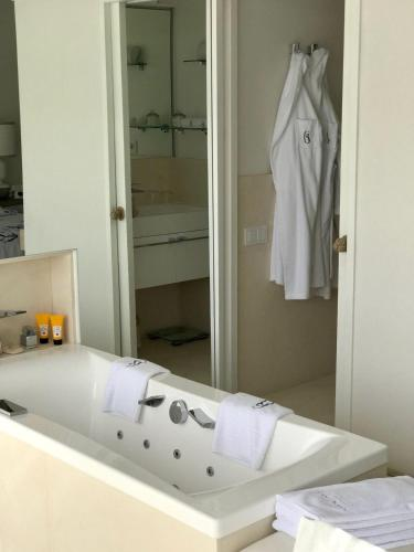 Premium Double Room with Suspended Garden with Sea View Boutique Hotel Spa Calma Blanca 30