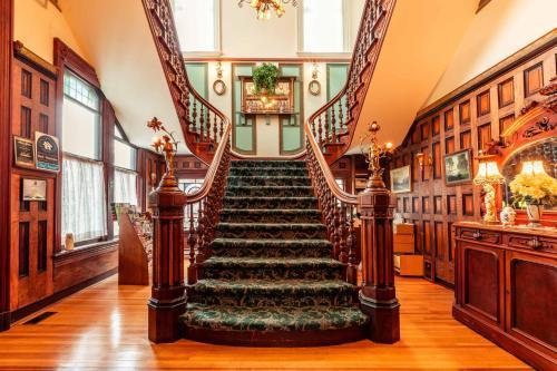 Amethyst Inn
