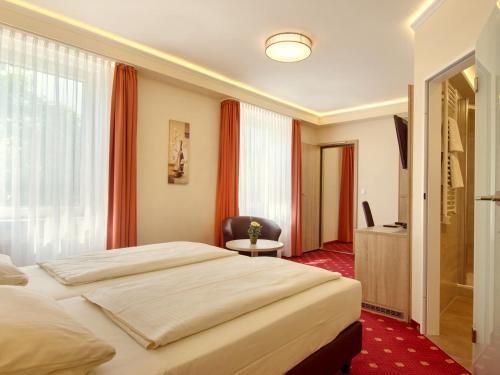 Hotel Kriemhild am Hirschgarten photo 87