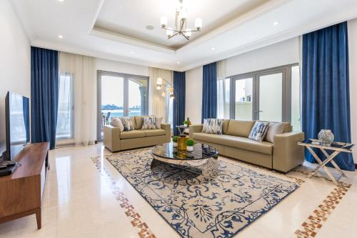 Pristine 6BR Villa with Private Pool on Palm Jumeirah