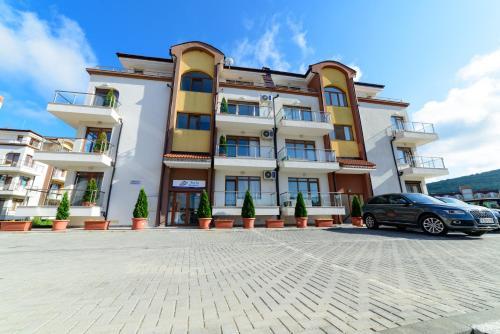 Stela Apartments