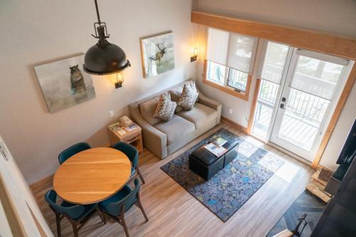 One-Bedroom Apartment with Loft - KQ