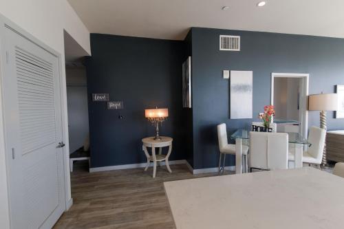 La Penthouse - Los Angeles, CA 90015