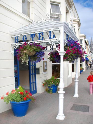 . Foyles Hotel