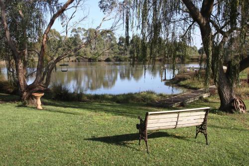 Little Lake Cottage - Accommodation - Nyora