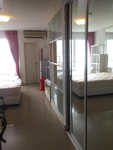 Apartment by Wei Weijia Apartment by Wei Weijia