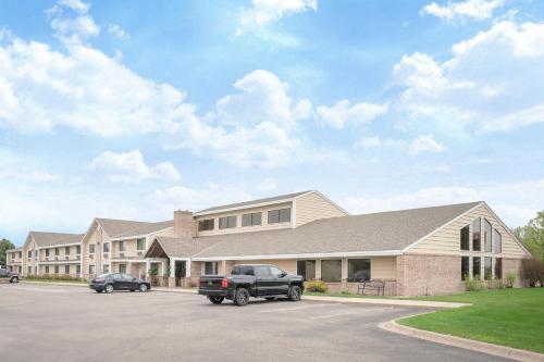 Baymont By Wyndham Lakeville - Lakeville, MN 55044