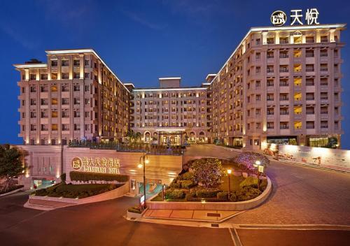 . E-DA Skylark Hotel