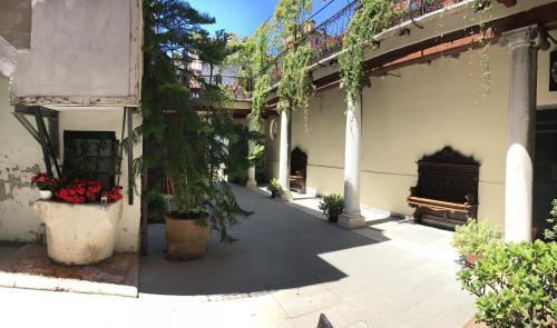Fondamenta dei Furlani, Castello 3299, 30122 Venice, Italy.