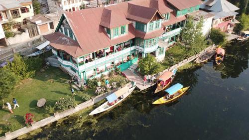 Hotel Heaven Canal