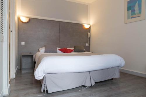 Panam Hotel - Place Gambetta photo 13