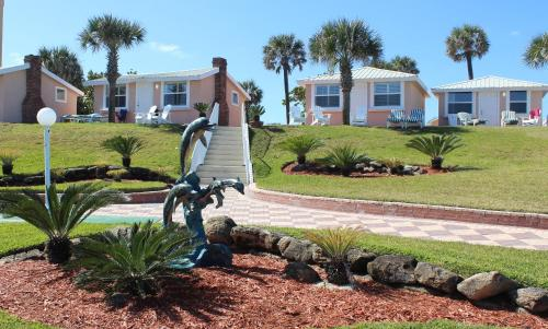 . Shoreline Suites & Cabana Cottages – Beachfront