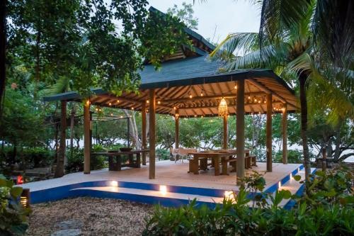 . Hotel Playa Manglares Isla Baru