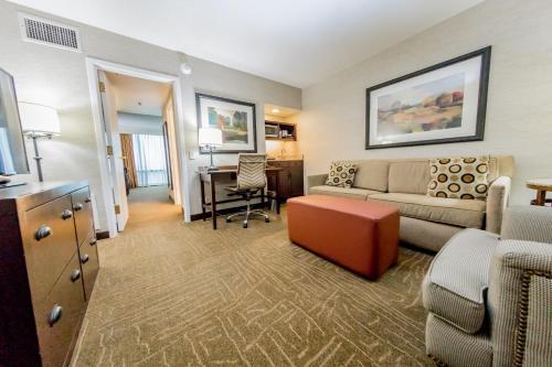 Embassy Suites By Hilton Lexington Green - Lexington, KY 40503
