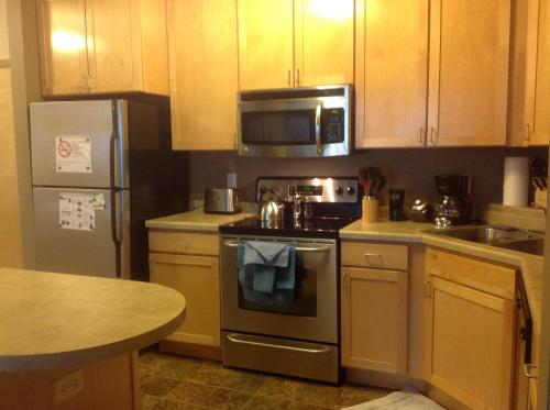 Hotel Elegant 1Br&2Br Condos w/ Lot of Amenities & Balcony on Light Rail thumb-3
