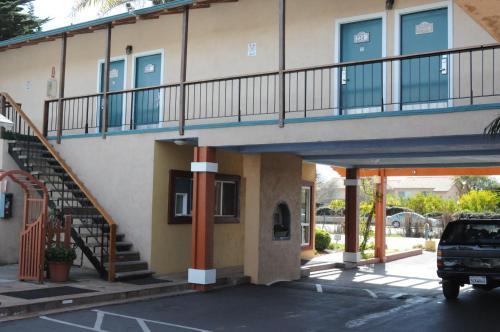 Sandyland Reef Inn