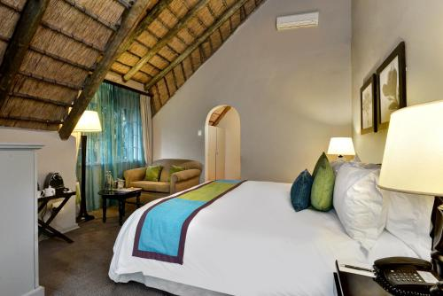 Guest room, 1 King, Garden view, thatched roofing, Balcony