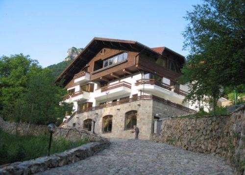 . Villa Cherven