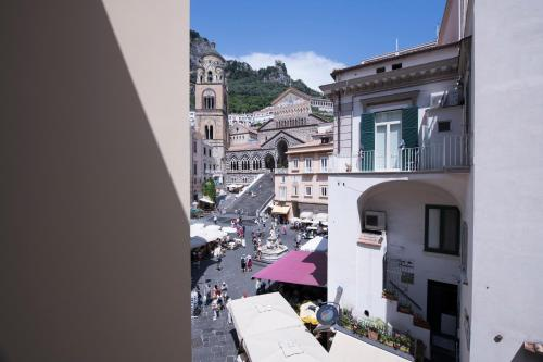 Largo Duchi Piccolomini, 2, 84011, Amalfi (SA), Italy.