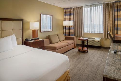 DoubleTree by Hilton St. Louis at Westport - Saint Louis, MO MO 63146