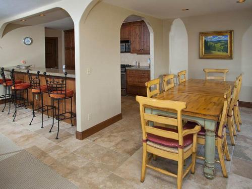 Lions Ridge Loop Home 1773 - Vail, CO 81657