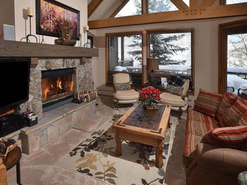 Pines Townhome - Beaver Creek, CO 81620