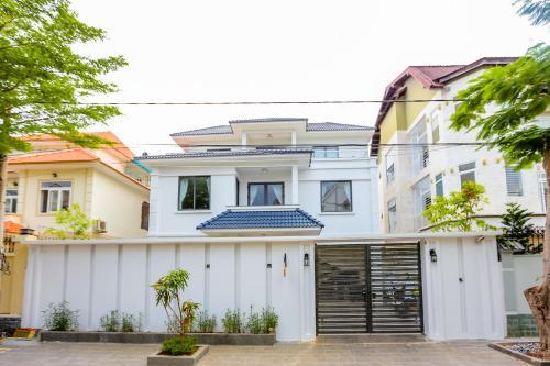 . The Luxury White Villa in Vung Tau