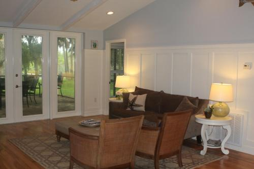 Beautiful Riverfront Home - Three Bedroom Home - Merritt Island, FL 32953