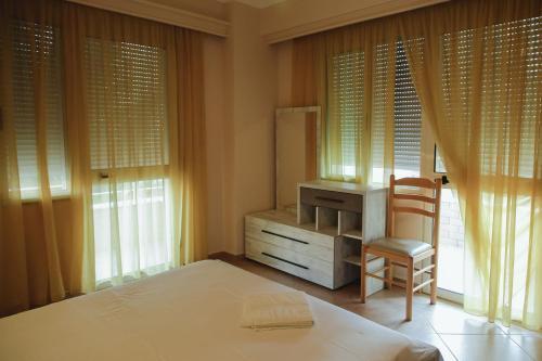 Lyden Hotel, Durrësit