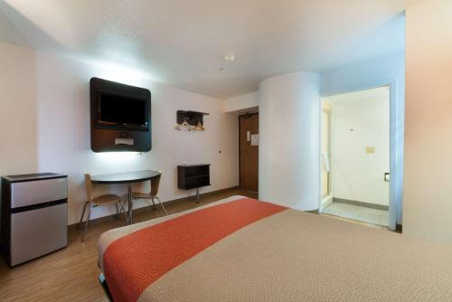 Motel 6 Dallas Northeast
