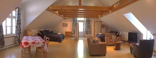Aux Petits Oiseaux (Bed and Breakfast)