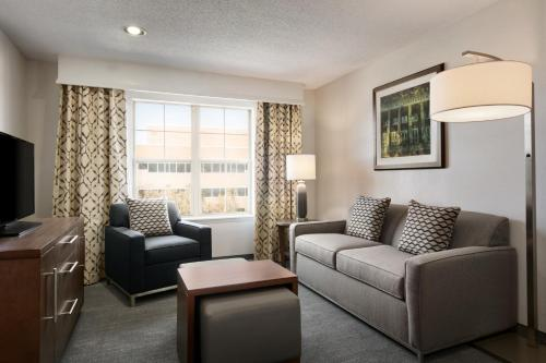 Homewood Suites by Hilton Kansas City Airport - Kansas City, MO MO 64153