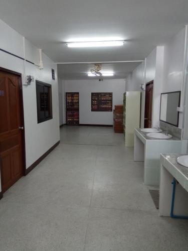 ที่พักราคาถูก, Muang Maha Sarakam